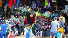 Magasin de sacs à dos et de sacs à dos Photographie stock libre de droits