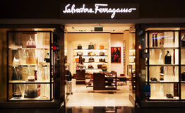 Magasin de Salvatore Ferragamo dans l'aéroport de Munich Images libres de droits