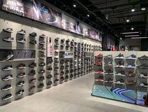Magasin de tissu d'Adidas photos stock