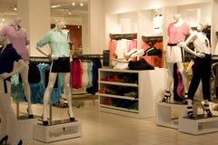 Magasin de vêtements de mode Photographie stock
