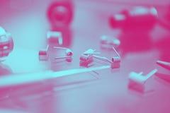 Magasin de Vape avec les pièces de rechange vaping modernes de dispositif photos libres de droits