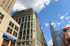 Magasin du ` s de Macy et Empire State Building, Manhattan, NYC Photographie stock libre de droits