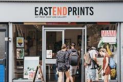 Magasin entrant d'impression d'extrême oriental de personnes à Londres est, R-U photos libres de droits