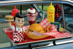 Magasin för egennamn` s Big Boy Diner Car Hop Window Arkivbild