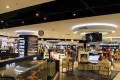 Magasin hors taxe à l'aéroport d'Antalya - juillet 2017 Images stock
