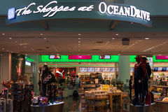 Magasin hors taxe d'OceanDrive à l'aéroport international de Miami Photos stock