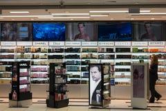 Magasin hors taxe de cosmétiques à l'aéroport international de Miami Photographie stock