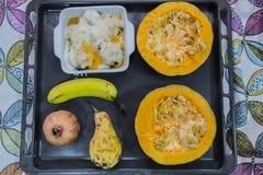 Magasin med olika foods som är klara att äta Royaltyfria Bilder
