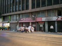 Magasin optimiste dans Pireas, Athènes photographie stock libre de droits