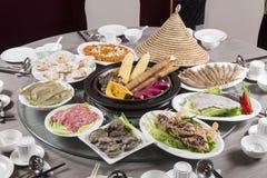 Magasinmat för traditionell kines av skaldjur, jordbruksprodukter, nötkött och griskött royaltyfri foto
