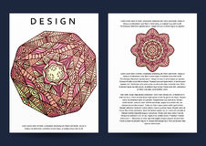 Magazine avec le mandala beige Mandala réaliste de Bourgogne de brochure Photos stock