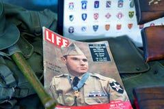 Magazine militaire de la vieille vie sur l'affichage photographie stock