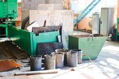 Magazyn, magazyn żelazny złom z mtall prześcieradłami i puste miejsca przygotowywający przy produktem naftowym dla przetwarzać, m zdjęcia stock