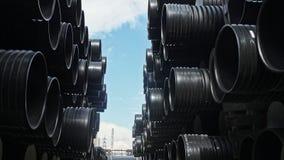 Magazyn skończony klingeryt piszczy przemysłowego outdoors składowego miejsce Manufaktura plastikowe wodne drymby fabryczne zdjęcie wideo