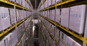 Magazyn w fabryce, forklifts w magazynowej fabryce wn?trze przemys?owe zbiory