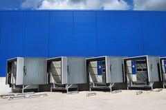 Magazzino ad un magazzino Centro moderno di logistica Rampa del magazzino logistico immagine stock