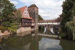 Magazzino del vino, torre di acqua ed il ponte della boia sul fiume Pegnitz norimberga germany Fotografie Stock Libere da Diritti