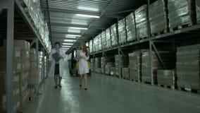 Magazzino di produzione in un impianto industriale stock footage