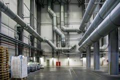 Magazzino e area d'imballaggio alla fabbrica chimica fotografia stock