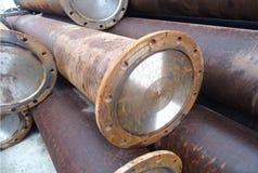 Magazzino industriale dei tubi d'acciaio e dei prodotti metallici finiti immagine stock