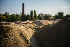 Magazzino industriale della sabbia per la produzione di cemento e di un gas Fotografia Stock