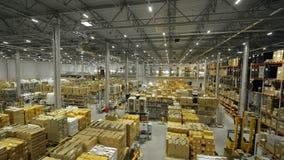 Magazzino industriale per la vista del fuco dei prodotti e delle merci di stoccaggio stock footage