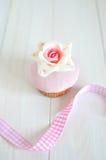 Magdalena color de rosa de la pasta de azúcar Fotografía de archivo libre de regalías