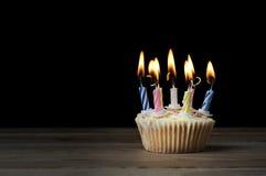 Magdalena del cumpleaños con las velas del Lit en negro Imágenes de archivo libres de regalías