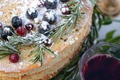 magdalena deliciosa con las bayas frescas Fotos de archivo libres de regalías