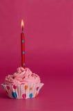 Magdalena deliciosa del cumpleaños en fondo rosado Imagen de archivo libre de regalías