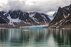 Magdalenafjord dans des îles du Svalbard, Norvège Photos stock