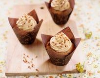 Magdalenas de la mantequilla de cacahuete Imagenes de archivo