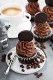 Magdalenas del café del chocolate con helar oscuro Imagen de archivo libre de regalías