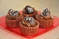 Magdalenas del chocolate con el caramelo de Pascua Imagen de archivo
