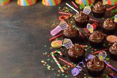 Magdalenas del chocolate para el cumpleaños Imágenes de archivo libres de regalías