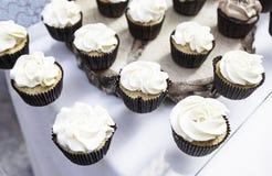 Magdalenas dulces adornadas Imagen de archivo libre de regalías