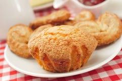 Magdalenas et palmeras, petits pains simples espagnols et palmiers Photographie stock