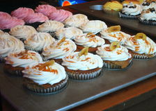 Magdalenas gastrónomas en panadería Imagen de archivo