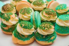 Magdalenas, tortas y galletas del día de fiesta Foto de archivo