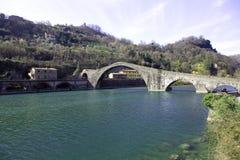Magdalene bro över den Serchio floden royaltyfri foto