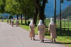 Magdalenki chodzi w ulicie zdjęcie royalty free
