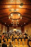 MAGDEBURG TYSKLAND - NOVEMBER 17 2017: Orkester Mitteldeutsche Kammerphilharmonie som spelar på Gesellschaftshaus, Magdeburg Royaltyfri Fotografi