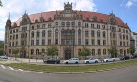 MAGDEBURSKI, NIEMCY, MAJ - 21 2017: Fasada poprzedni główny urzędu pocztowego budynek w Magdeburskim Zdjęcia Royalty Free