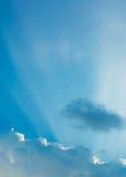 mage des klaren Himmels auf Tageszeit für Hintergrundverwendung Lizenzfreie Stockfotos