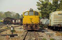 Mage retro tappningstil av det gamla diesel- drevet för elektrisk lokomotiv royaltyfri foto