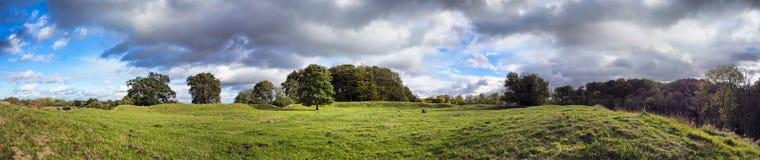 Magelund tidiga medeltida Mounds, Royaltyfri Bild