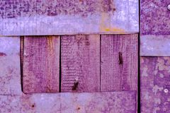 Magenta achtergrond met ruwe raad Abstracte achtergrond stock fotografie