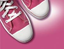 Magenta tennisschoenen royalty-vrije stock afbeelding