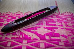 Magentafärgad Jamdani för gungahand-vävstolar rulle saree Royaltyfria Bilder