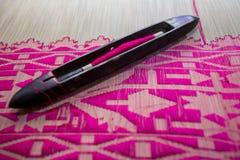 Magentafärgad Jamdani för gungahand-vävstolar rulle saree Arkivfoton